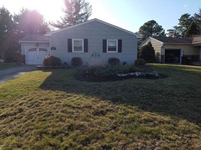 1075 Edgebrook Drive S, Toms River, NJ 08757 (MLS #22001339) :: The MEEHAN Group of RE/MAX New Beginnings Realty