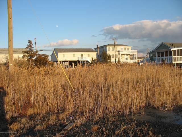 1020 S Green Street, Tuckerton, NJ 08087 (MLS #22003000) :: The Dekanski Home Selling Team
