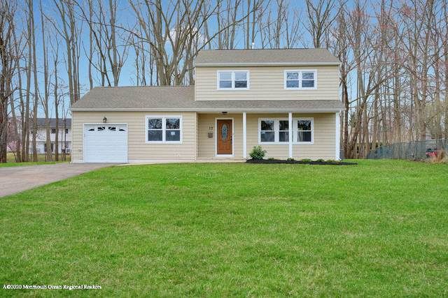17 Winthrop Drive, Manalapan, NJ 07726 (MLS #22011148) :: William Hagan Group