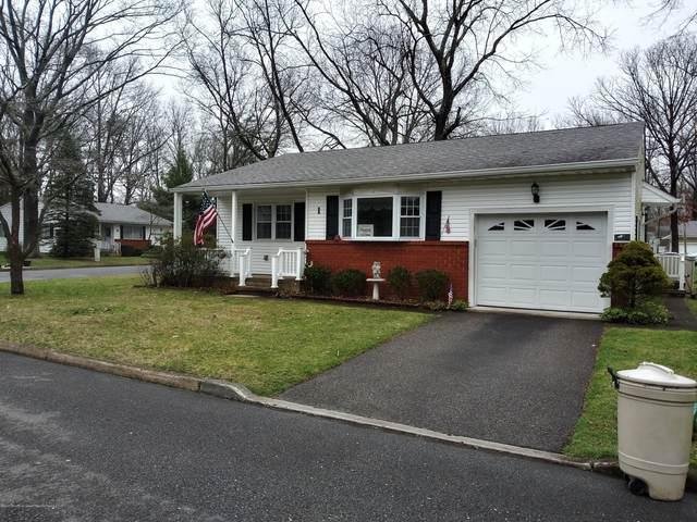 1 Wisconsin Lane, Whiting, NJ 08759 (MLS #22011560) :: Vendrell Home Selling Team