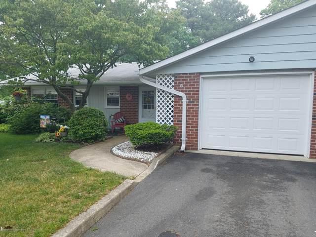 902B Dumbarton Drive #1002, Lakewood, NJ 08701 (MLS #22018140) :: The Dekanski Home Selling Team