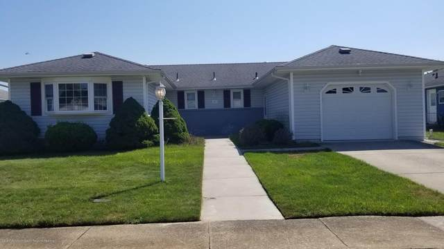 8 Saint Martin Place, Toms River, NJ 08757 (MLS #22027024) :: The MEEHAN Group of RE/MAX New Beginnings Realty