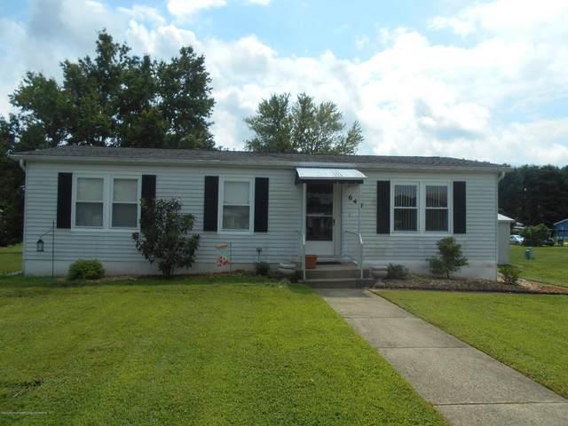 645 Dede Drive, Freehold, NJ 07728 (MLS #22029082) :: The Dekanski Home Selling Team