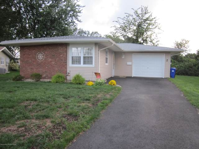 2 Clay Circle, Brick, NJ 08724 (MLS #22030940) :: The MEEHAN Group of RE/MAX New Beginnings Realty