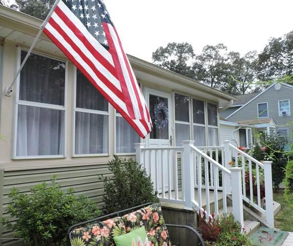 512 Elizabeth Avenue, Toms River, NJ 08753 (MLS #22031990) :: The Sikora Group