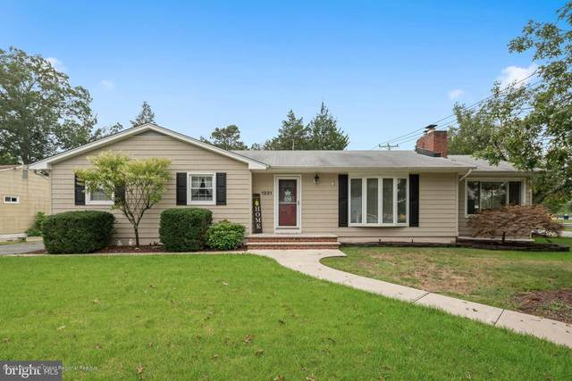 1331 Lakeside Drive S, Forked River, NJ 08731 (MLS #22033053) :: The MEEHAN Group of RE/MAX New Beginnings Realty