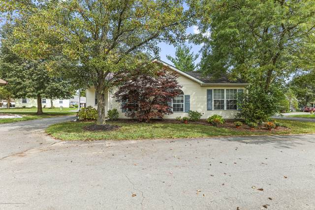 17 Edgeware Close #1000, Freehold, NJ 07728 (MLS #22033562) :: The MEEHAN Group of RE/MAX New Beginnings Realty