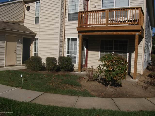 407 Yorkshire Place, Morganville, NJ 07751 (MLS #22035419) :: William Hagan Group