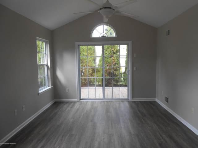 31 Strawberry Lane, Lakewood, NJ 08701 (MLS #22035991) :: The Dekanski Home Selling Team