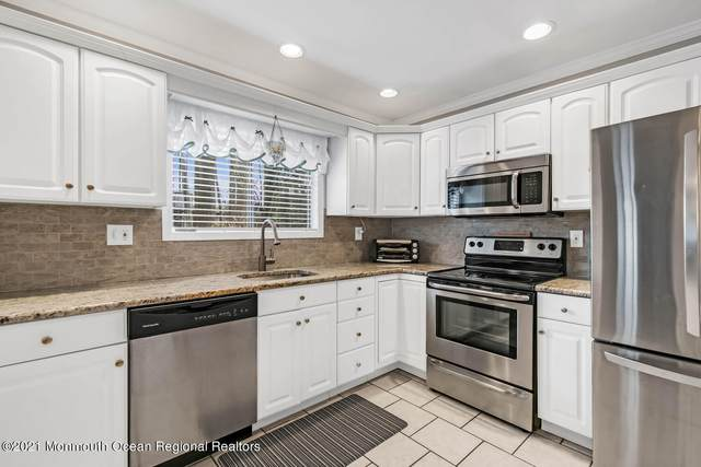 10 Hyannis Court, Red Bank, NJ 07701 (MLS #22101504) :: Caitlyn Mulligan with RE/MAX Revolution