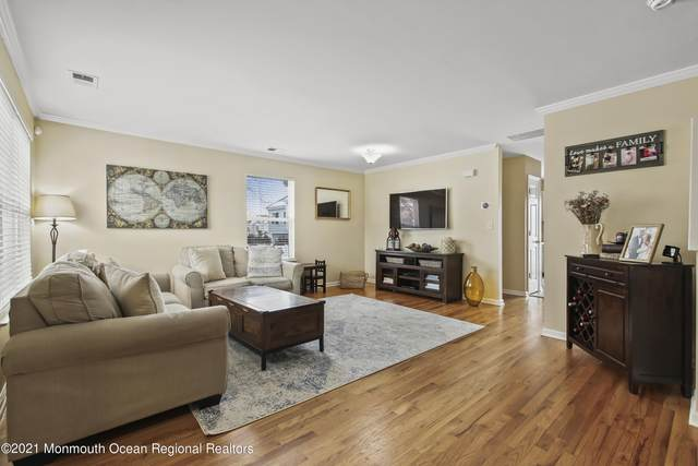108 Drs James Parker Boulevard D10, Red Bank, NJ 07701 (MLS #22104239) :: William Hagan Group