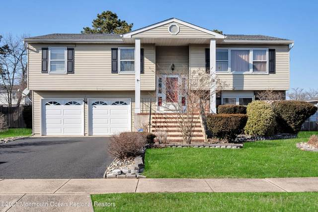 32 Orchard Court, Howell, NJ 07731 (MLS #22106416) :: The MEEHAN Group of RE/MAX New Beginnings Realty