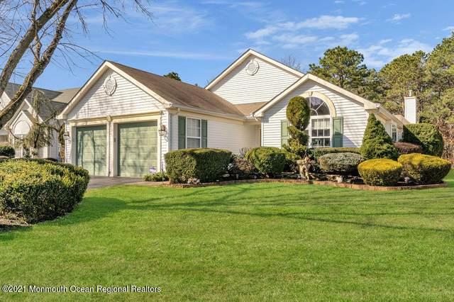 32 Oakmont Road, Lakewood, NJ 08701 (MLS #22108850) :: Provident Legacy Real Estate Services, LLC