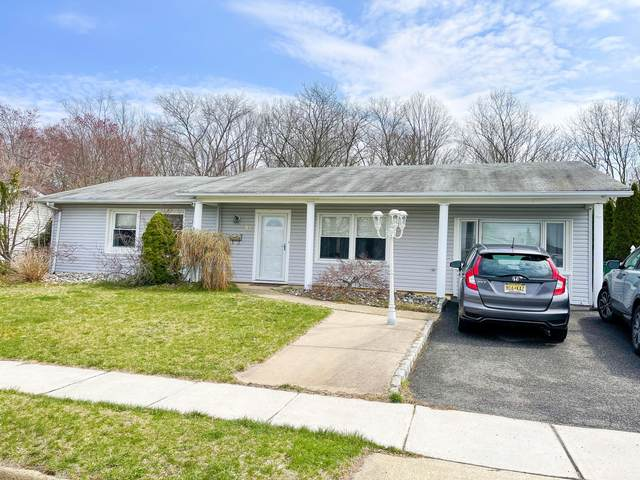 57 Forest Park Terrace, Monroe, NJ 08831 (MLS #22110582) :: The MEEHAN Group of RE/MAX New Beginnings Realty