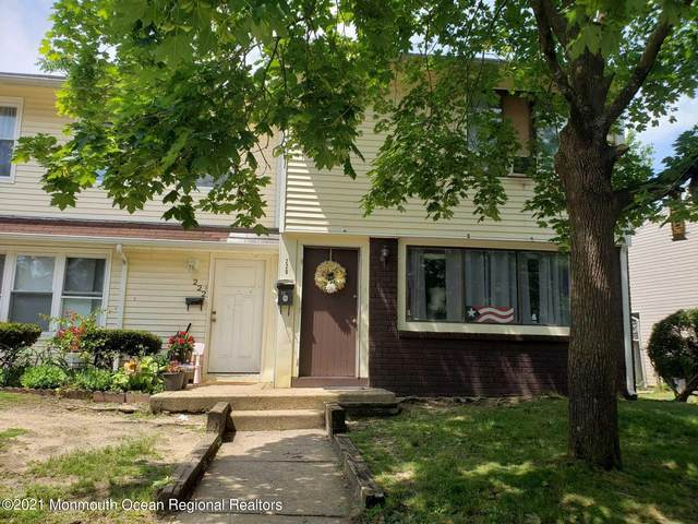 220 Coventry Drive, Lakewood, NJ 08701 (MLS #22113996) :: The MEEHAN Group of RE/MAX New Beginnings Realty