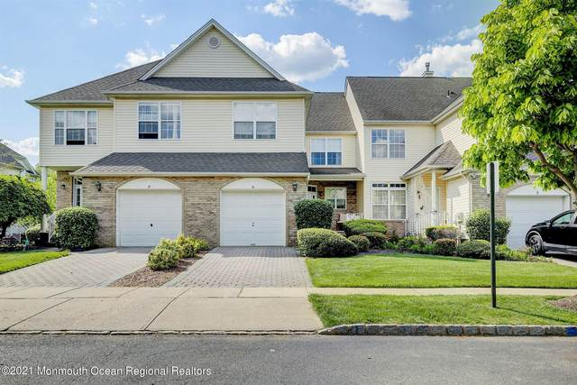 10 Thoreau Court, East Windsor, NJ 08512 (MLS #22115664) :: The MEEHAN Group of RE/MAX New Beginnings Realty