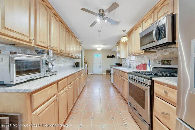 6 Oakwood Drive, Howell, NJ 07731 (MLS #22115897) :: The DeMoro Realty Group   Keller Williams Realty West Monmouth