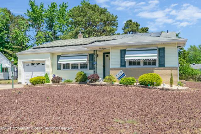 113 Edgewater Court, Toms River, NJ 08757 (MLS #22115977) :: Caitlyn Mulligan with RE/MAX Revolution