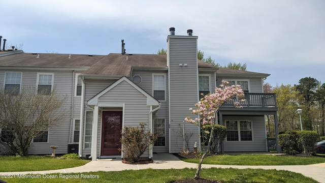 376 Hampton Place, Morganville, NJ 07751 (MLS #22117152) :: The MEEHAN Group of RE/MAX New Beginnings Realty