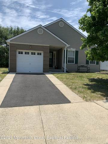 12 Tilbury Court, Toms River, NJ 08757 (MLS #22117662) :: The MEEHAN Group of RE/MAX New Beginnings Realty