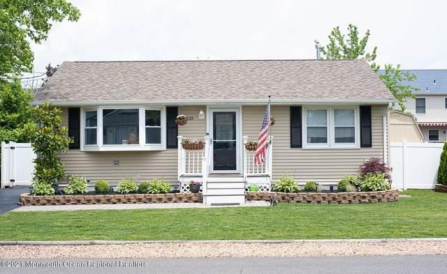 525 E Point Pleasant Avenue, Ocean Gate, NJ 08740 (MLS #22118548) :: The Dekanski Home Selling Team