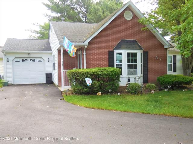 37 Linton Close #1000, Freehold, NJ 07728 (MLS #22118642) :: The Sikora Group