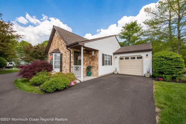 24 Ivy Ridge Close #1000, Freehold, NJ 07728 (MLS #22118790) :: The Sikora Group