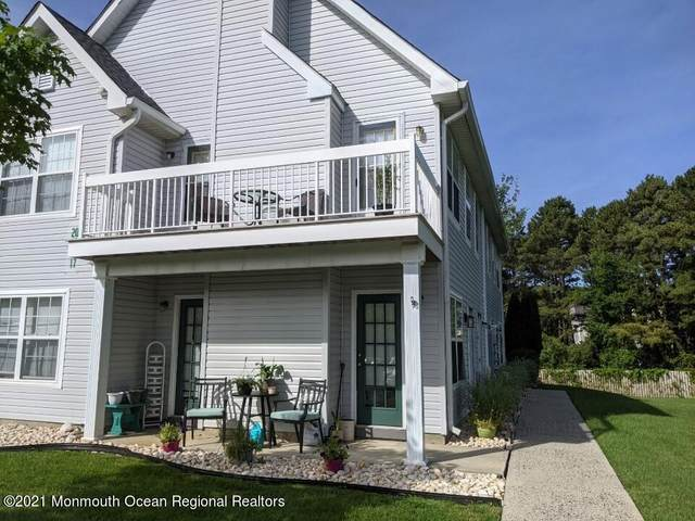 17 Des Moines Court, Tinton Falls, NJ 07712 (MLS #22120579) :: The MEEHAN Group of RE/MAX New Beginnings Realty