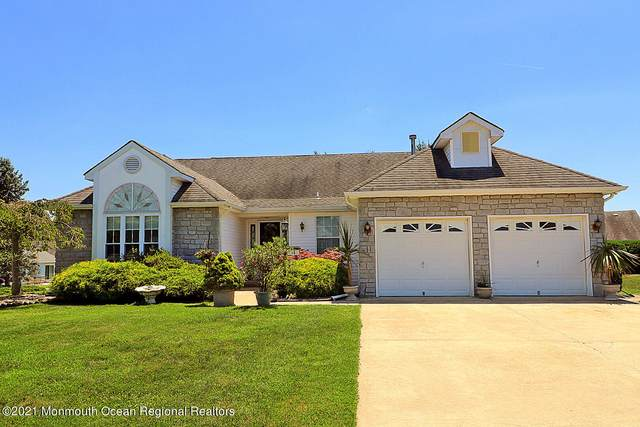 16 Sandhurst Court, Toms River, NJ 08757 (MLS #22121455) :: The MEEHAN Group of RE/MAX New Beginnings Realty