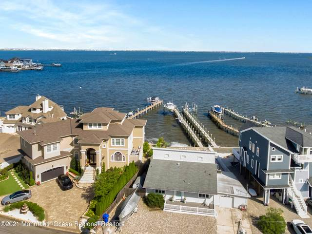 31 Bay Point Drive, Toms River, NJ 08753 (MLS #22121462) :: The MEEHAN Group of RE/MAX New Beginnings Realty