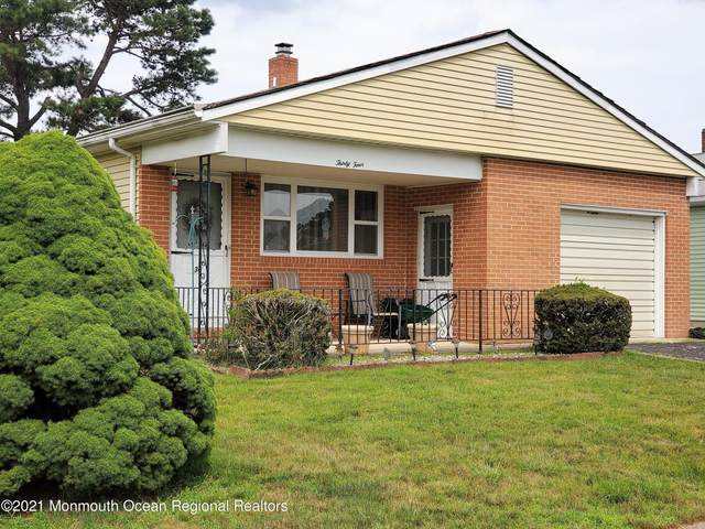 34 La Terraza Drive, Toms River, NJ 08757 (MLS #22122282) :: Kiliszek Real Estate Experts