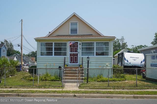 28 Ocean Avenue, North Middletown, NJ 07748 (MLS #22122340) :: The Dekanski Home Selling Team