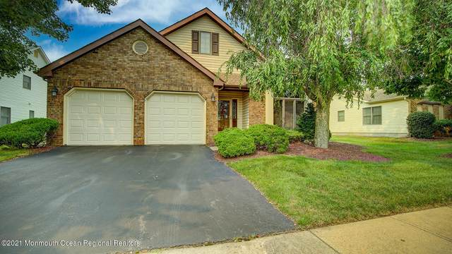 10 Benchley Drive, Marlboro, NJ 07746 (MLS #22123582) :: The MEEHAN Group of RE/MAX New Beginnings Realty