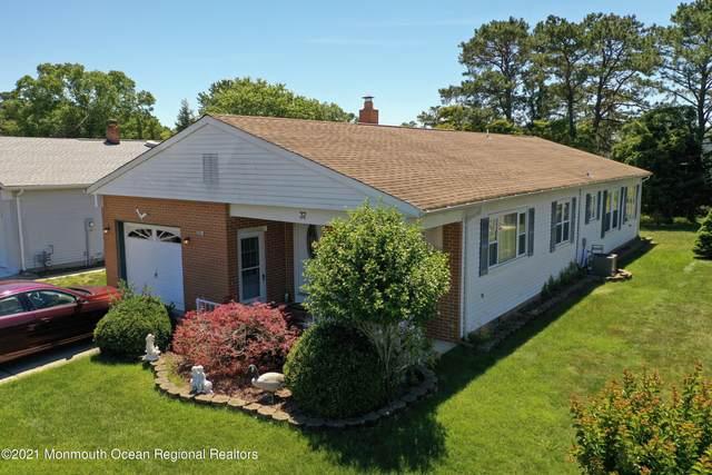 37 Chesterfield Lane, Toms River, NJ 08757 (MLS #22124594) :: Kiliszek Real Estate Experts