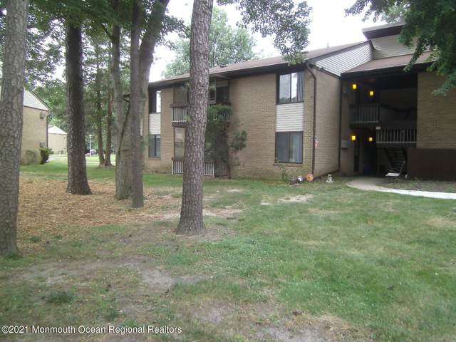 17 Pine Cluster Circle A, Manalapan, NJ 07726 (MLS #22124826) :: The MEEHAN Group of RE/MAX New Beginnings Realty