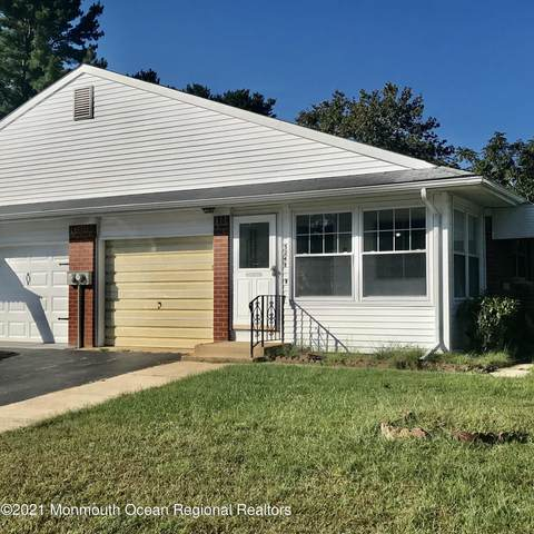 524-B Lilac Lane, Whiting, NJ 08759 (#22131140) :: Rowack Real Estate Team