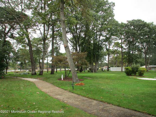40 Cambridge Court E, Lakewood, NJ 08701 (MLS #22133513) :: The Sikora Group