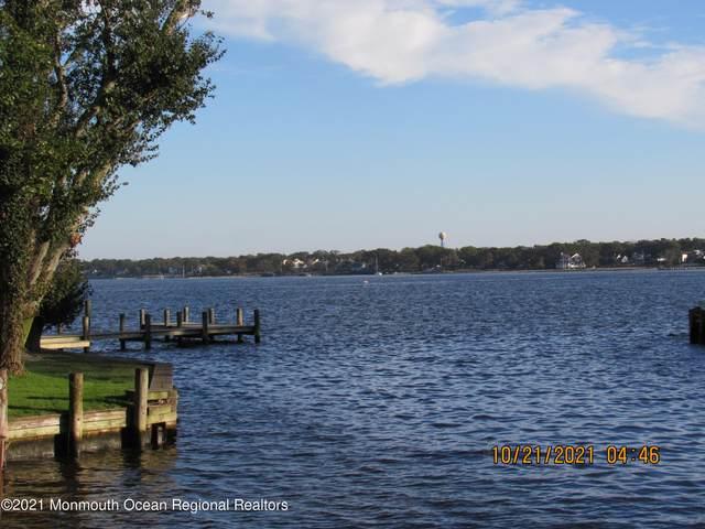 115 Cranmoor Drive, Toms River, NJ 08753 (MLS #22134657) :: William Hagan Group