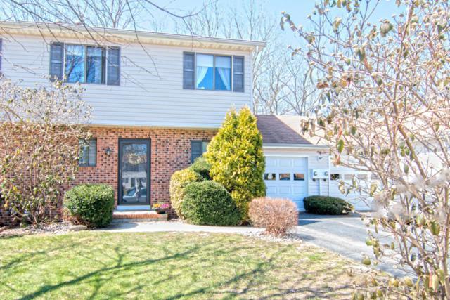 10 Lynne Court, Howell, NJ 07731 (MLS #21712573) :: The Dekanski Home Selling Team