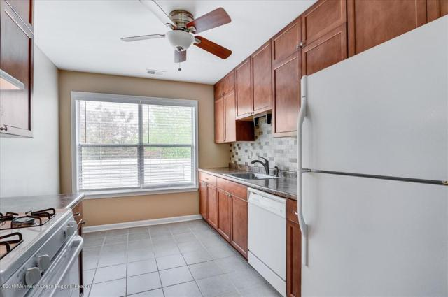 88 Briarwood Court, Howell, NJ 07731 (MLS #21917734) :: The MEEHAN Group of RE/MAX New Beginnings Realty