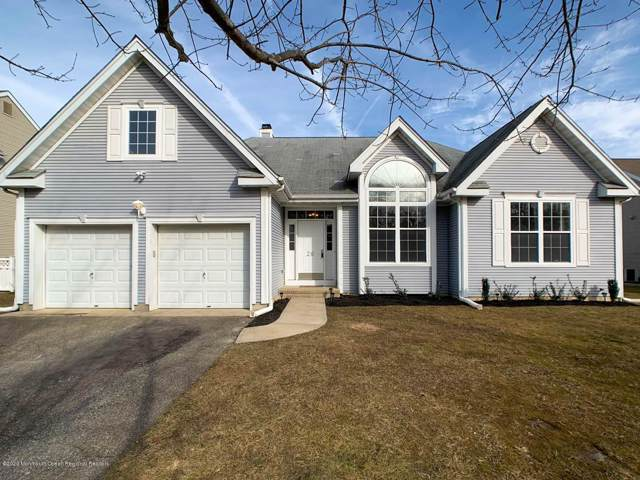 26 Crown Circle, Lakewood, NJ 08701 (MLS #22003110) :: The Dekanski Home Selling Team