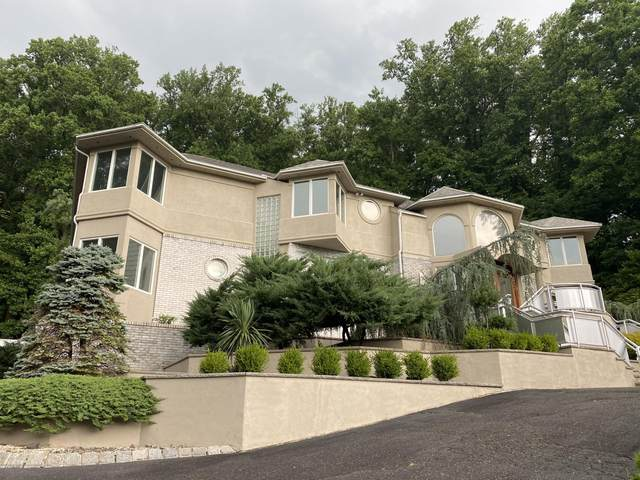 64 Takolusa Drive, Holmdel, NJ 07733 (MLS #22026492) :: The MEEHAN Group of RE/MAX New Beginnings Realty