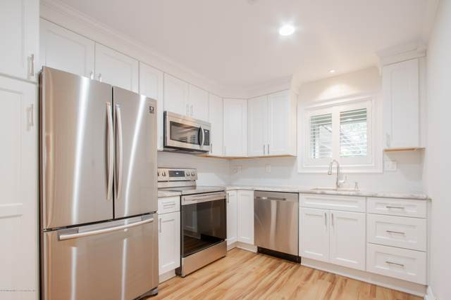 28 Friendship Court, Red Bank, NJ 07701 (MLS #22031573) :: The CG Group | RE/MAX Real Estate, LTD