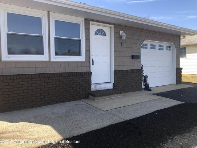 1 Saint Martin Place, Toms River, NJ 08757 (MLS #22107309) :: The MEEHAN Group of RE/MAX New Beginnings Realty