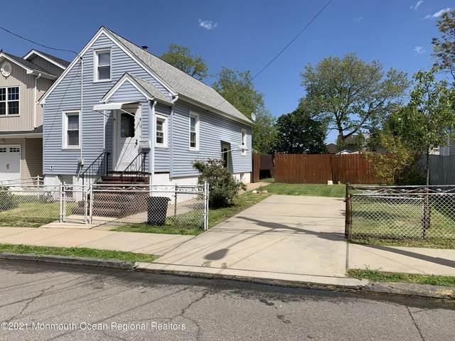 14 John Street, Carteret, NJ 07008 (MLS #22116001) :: The MEEHAN Group of RE/MAX New Beginnings Realty