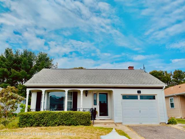 31 Stockport Drive, Toms River, NJ 08757 (MLS #22116928) :: Caitlyn Mulligan with RE/MAX Revolution