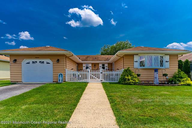 19 Seville Place, Toms River, NJ 08757 (MLS #22121463) :: The MEEHAN Group of RE/MAX New Beginnings Realty