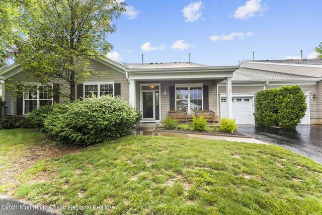 421 Spring Meadow Drive, Lakewood, NJ 08701 (MLS #22122603) :: The MEEHAN Group of RE/MAX New Beginnings Realty