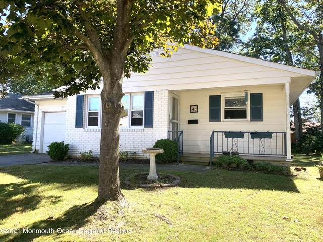 90 Columbine Circle, Toms River, NJ 08755 (MLS #22131739) :: The MEEHAN Group of RE/MAX New Beginnings Realty