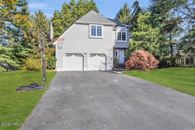 11 Clinton Court, Holmdel, NJ 07733 (MLS #22134502) :: The Dekanski Home Selling Team